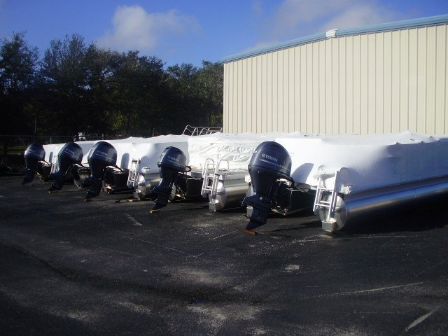 Small lightweight and, durable boats made of aluminum are most often used for freshwater fishing. They are generally very simple craft, featuring riveted or welded aluminum hulls and bench seating.