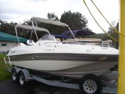 Pre-Owned 2001 Four Winns Funship for sale